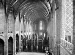Cathédrale Sainte-Cécile - Vue intérieure de la nef, vers le choeur, prise de la tribune ouest