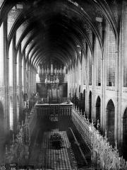 Cathédrale Sainte-Cécile - Vue intérieure de la nef, vers l'ouest, prise des tribunes du choeur