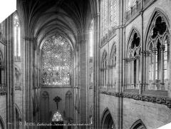 Cathédrale Notre-Dame - Vue intérieure du transept nord, au niveau du triforium