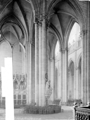 Cathédrale Notre-Dame - Vue intérieure du transept et de la nef, vers le nord-ouest