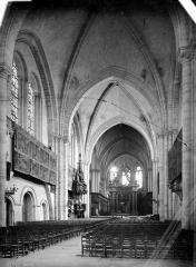 Cathédrale Saint-Maurice - Vue intérieure de la nef, vers le choeur