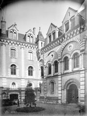 Ancien évêché ou Palais du Tau - Cour intérieure