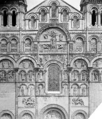 Cathédrale Saint-Pierre - Façade ouest : partie supérieure centrale