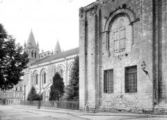 Cathédrale Saint-Pierre - Façade sud : Restes de l'ancien clocher