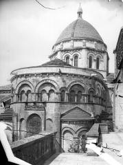 Cathédrale Saint-Pierre - Abside et coupole de la croisée du transept, côté nord-est