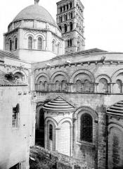 Cathédrale Saint-Pierre - Abside et coupole de la croisée du transept, côté sud