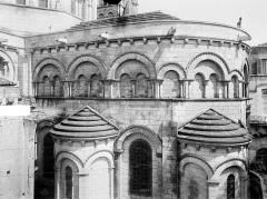Cathédrale Saint-Pierre - Abside, côté sud : arcatures et partie supérieure des absidioles