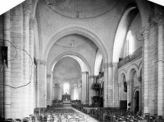 Cathédrale Saint-Pierre - Vue intérieure de la nef, vers le choeur
