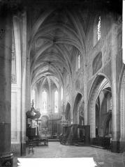 Cathédrale - Vue intérieure de la nef, vers le choeur