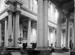 Cathédrale Notre-Dame et Saint-Vaast - Vue intérieure de la nef et et du bas-côté nord, vers le sud-ouest