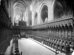 Cathédrale Sainte-Marie - Stalles du choeur : vue d'ensemble vers le nord-ouest
