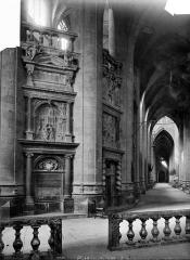 Cathédrale Sainte-Marie - Vue intérieure du déambulatoire, côté nord : Clôture du choeur