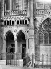 Cathédrale Notre-Dame - Petit porche de la façade sud
