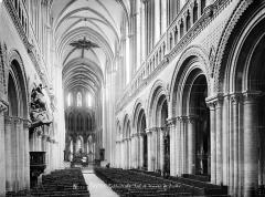 Cathédrale Notre-Dame - Vue intérieure de la nef, vers le sud-est