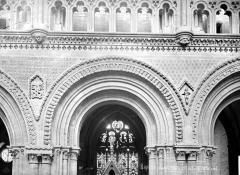 Cathédrale Notre-Dame - Vue intérieure de la nef : détail d'une arcature