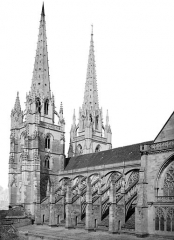 Cathédrale Notre-Dame - Façade sud et clochers