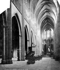 Cathédrale Notre-Dame - Vue intérieure de la nef, vers le nord-est