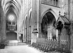 Cathédrale Notre-Dame - Vue intérieure de la nef, vers le nord-ouest
