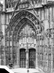 Cathédrale Saint-Pierre - Portail du transept sud