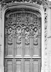 Cathédrale Saint-Pierre - Portail du transept nord : détail de la porte en bois sculpté