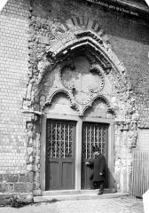 Cathédrale Saint-Pierre - Basse œuvre : portail d'entrée