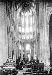 Cathédrale Saint-Pierre - Vue intérieure du choeur