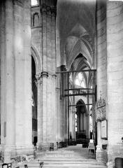 Cathédrale Saint-Pierre - Vue intérieure du déambulatoire