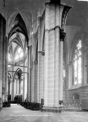 Cathédrale Saint-Pierre - Vue intérieure du bas-côté sud du choeur