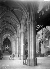 Cathédrale Saint-Jean-Baptiste - Vue intérieure du bas-côté nord, vers l'est