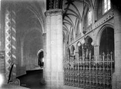 Cathédrale Saint-Jean-Baptiste - Vue intérieure du déambulatoire, côté sud