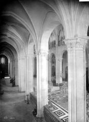 Cathédrale Saint-Jean et Saint-Etienne - Vue intérieure du bas-côté nord, vers l'est