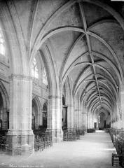 Cathédrale Saint-Louis - Vue intérieure du bas-côté sud, vers l'est