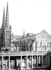 Cathédrale Saint-André - Ensemble ouest pris de l'hôtel de ville