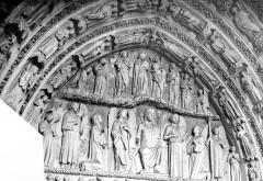 Cathédrale Saint-André - Portail royal de la façade nord. Tympan : Résurrection des morts et Jugement dernier