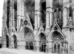 Cathédrale Saint-Etienne - Façade ouest : ensemble des cinq portails
