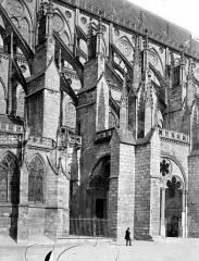 Cathédrale Saint-Etienne - Façade sud : contreforts