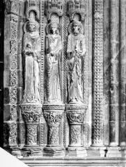 Cathédrale Saint-Etienne - Portail de la façade sud : statues de l'ébrasement droit