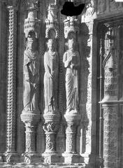 Cathédrale Saint-Etienne - Porche, statues du portail sud, côté gauche