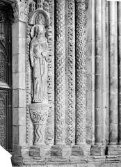 Cathédrale Saint-Etienne - Portail de la façade nord : ébrasement droit et statue-colonne