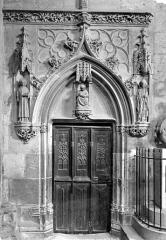 Cathédrale Saint-Etienne - Crypte : porte d'entrée