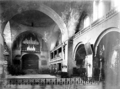 Cathédrale Saint-Etienne - Vue intérieure de la nef, vers l'entrée
