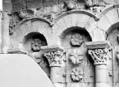 Cathédrale Saint-Etienne - Portail de la façade nord : arcatures de l'ébrasement droit