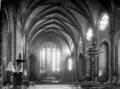 Cathédrale Saint-Michel et abords - Vue intérieure de la nef, vers le choeur