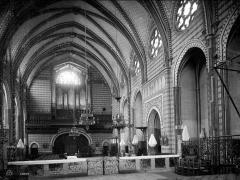 Cathédrale Saint-Michel et abords - Vue intérieure de la nef, vers l'entrée