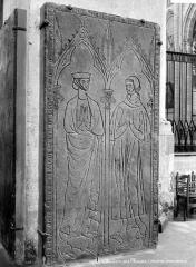 Cathédrale Saint-Etienne - Pierre tombale