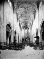 Cathédrale Saint-François de Sales - Vue intérieure de la nef, vers le choeur