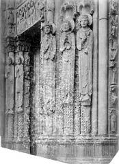 Cathédrale Notre-Dame - Portail sud de la façade ouest : statues-colonnes du piédroit gauche