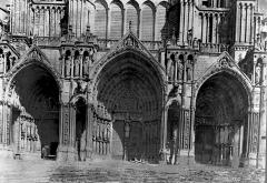 Cathédrale Notre-Dame - Portail de la façade sud