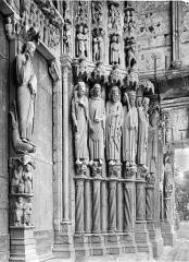 Cathédrale Notre-Dame - Portail central de la façade sud : statues-colonnes du piédroit droit