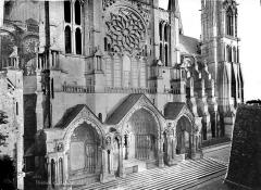 Cathédrale Notre-Dame - Façade nord : Transept (partie inférieure)